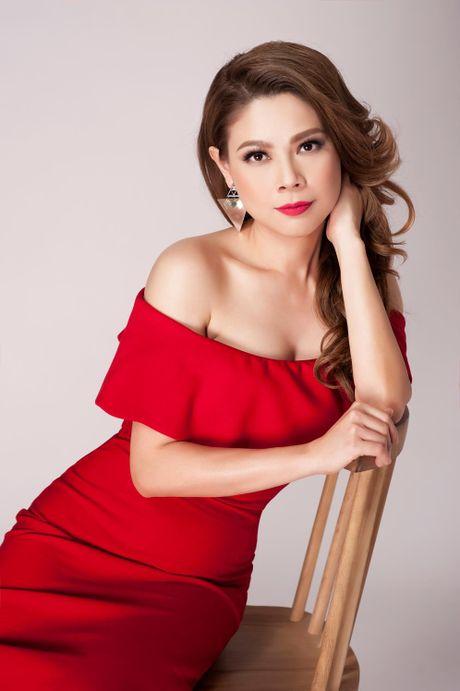 Thanh Thao an tuong voi 2 gam mau den - do - Anh 3