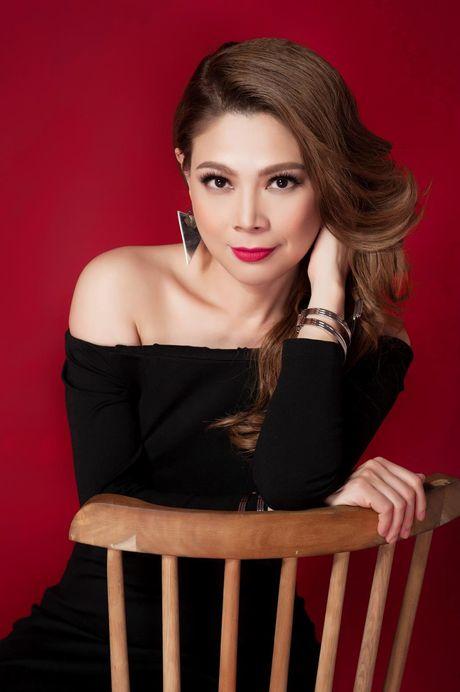 Thanh Thao an tuong voi 2 gam mau den - do - Anh 7