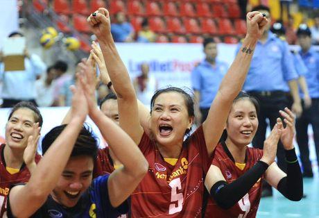 Hoa khoi Kim Hue ganh trong trach dau tau tai VTV Cup 2016 - Anh 1