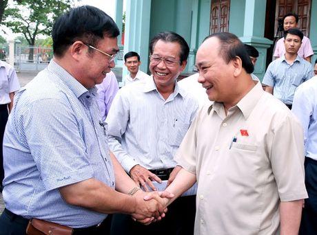 Thu tuong Nguyen Xuan Phuc tiep xuc cu tri Hai Phong - Anh 1