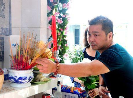 Nguoi yeu cu khoc nuc no khi ve nuoc vieng Le Cong Tuan Anh - Anh 5