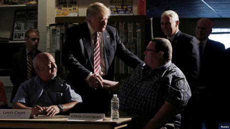 Bau cu My: Donald Trump bat ngo ngung khieu khich nguoi Hoi giao - Anh 1