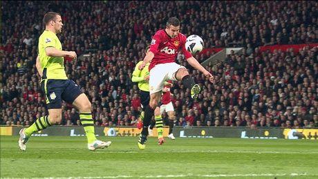Van Persie giat giai Ban thang dep nhat Premier League - Anh 1