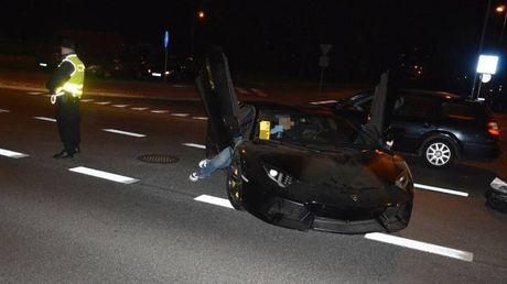 Lamborghini Aventador mat trom tai Duc bi 'bo roi' o Ba Lan - Anh 1