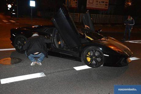 Lamborghini Aventador mat trom tai Duc bi 'bo roi' o Ba Lan - Anh 3