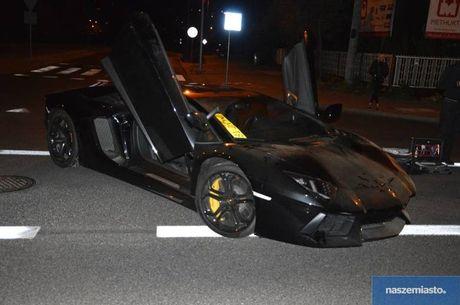 Lamborghini Aventador mat trom tai Duc bi 'bo roi' o Ba Lan - Anh 9