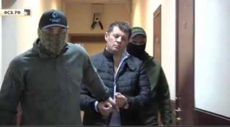 Ukraine trieu lanh su Nga vi vu bat giu gian diep - Anh 1
