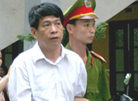 Tam dinh chi thi hanh an cuu Tong Giam doc PMU 18 Bui Tien Dung - Anh 1