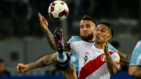 "Peru 2-2 Argentina: Lai ""ban nham vao chan""! - Anh 2"
