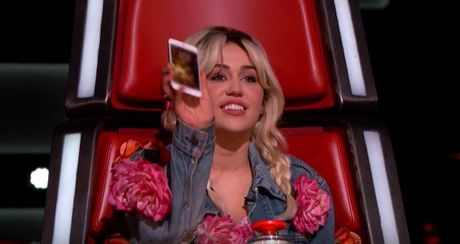 The Voice My: Miley Cyrus khoe anh lon cung voi Blake Shelton - Anh 1
