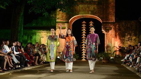 Cung ngam 32 BST trong Festival Ao dai Ha Noi 2016 - Anh 7