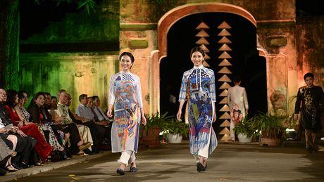 Cung ngam 32 BST trong Festival Ao dai Ha Noi 2016 - Anh 9