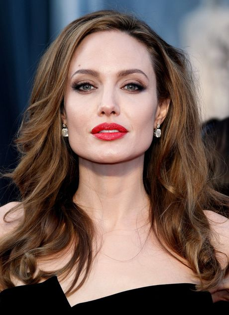 Su that la Angelina Jolie da ngoai tinh voi thuong gia giau co truoc khi ly hon Brad Pitt? - Anh 2