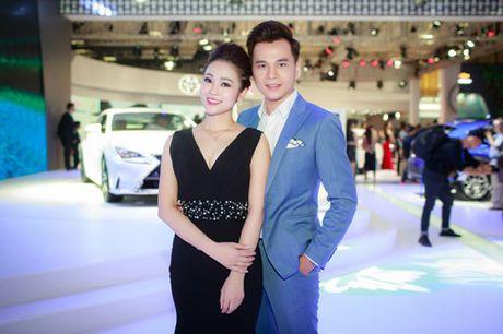 MC Thuy Linh quyen ru khoe duong cong, tinh tu ben MC Danh Tung - Anh 1