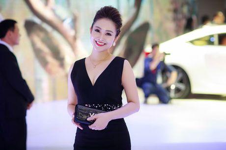 MC Thuy Linh quyen ru khoe duong cong, tinh tu ben MC Danh Tung - Anh 5
