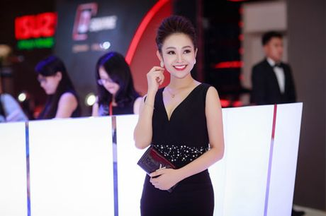 MC Thuy Linh quyen ru khoe duong cong, tinh tu ben MC Danh Tung - Anh 7