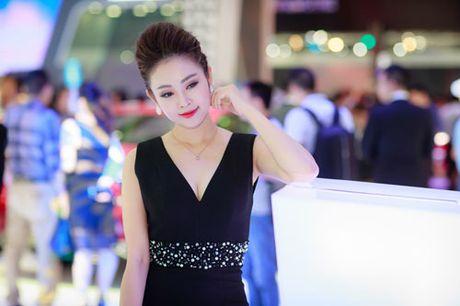 MC Thuy Linh quyen ru khoe duong cong, tinh tu ben MC Danh Tung - Anh 8