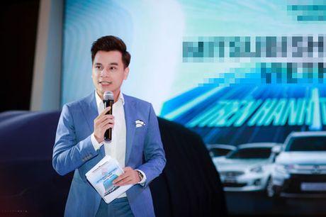 MC Thuy Linh quyen ru khoe duong cong, tinh tu ben MC Danh Tung - Anh 9