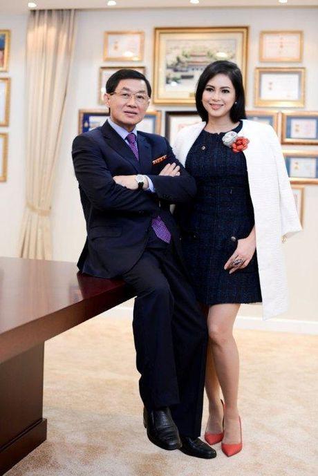 Vo chong ong vua hang hieu Hanh Nguyen – Thuy Tien duoc vinh danh - Anh 1