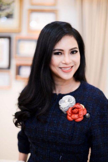 Vo chong ong vua hang hieu Hanh Nguyen – Thuy Tien duoc vinh danh - Anh 2