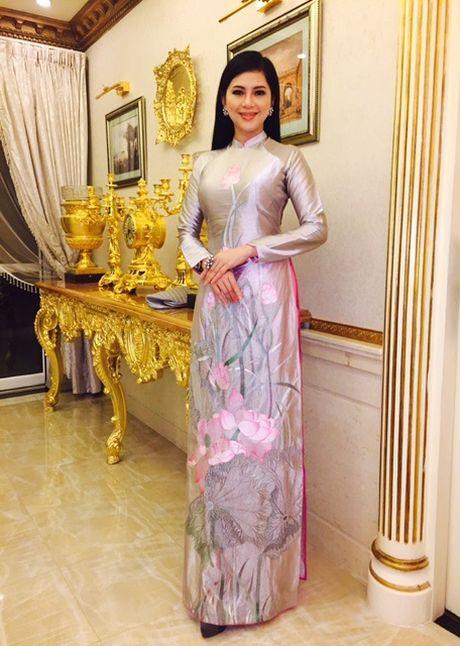 Vo chong ong vua hang hieu Hanh Nguyen – Thuy Tien duoc vinh danh - Anh 4