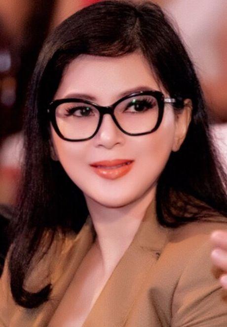 Vo chong ong vua hang hieu Hanh Nguyen – Thuy Tien duoc vinh danh - Anh 5