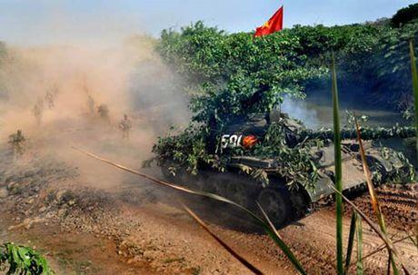 He lo bat ngo ve linh xe tang Viet Nam: Ai 'suong', ai 'kho' nhat? - Anh 2
