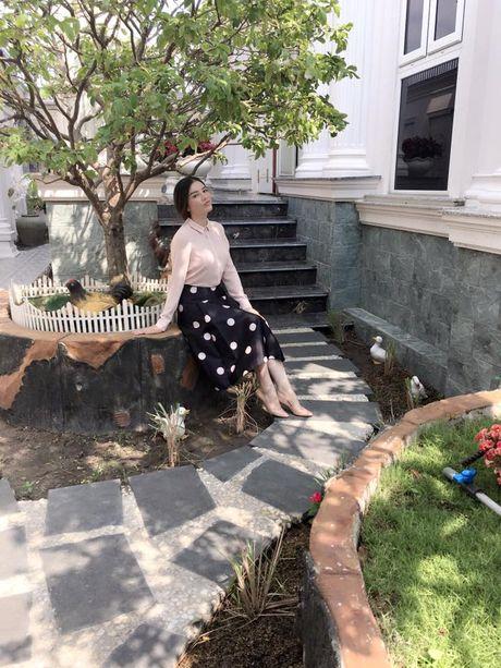 Choang ngop su xa hoa ben trong biet thu dat vang cua Ly Nha Ky - Anh 5