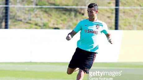 Vong loai World Cup: Cho Ronaldo khai hoa - Anh 1