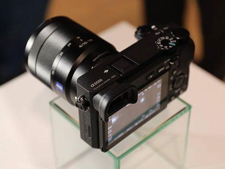 Sony A6500 ra mat: chong rung 5 truc, man hinh cam ung, gia 1400 USD - Anh 6