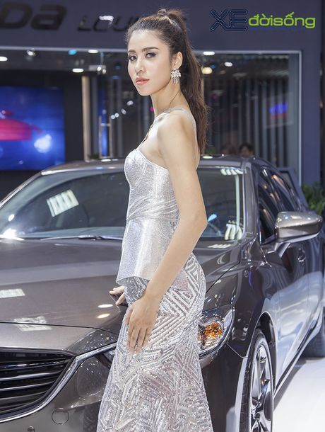 Nguoi dep Nhu Van, Minh Tu cuon hut tren san dien Mazda - Anh 10