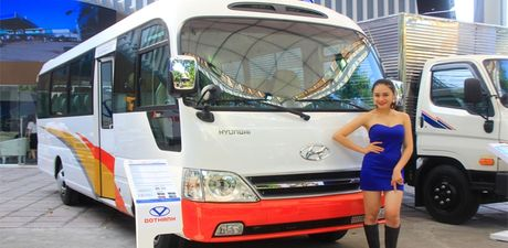 Can canh xe buyt Hyundai E–County XL 29 cho ngoi gia 1,275 ty dong - Anh 1