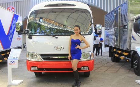 Can canh xe buyt Hyundai E–County XL 29 cho ngoi gia 1,275 ty dong - Anh 3