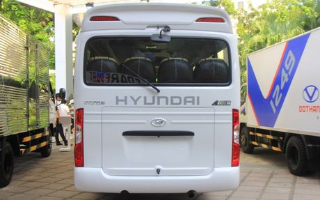 Can canh xe buyt Hyundai E–County XL 29 cho ngoi gia 1,275 ty dong - Anh 5