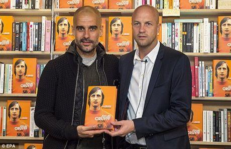 Johan Cruyff da lam thay doi tam nhin cua Guardiola ra sao? - Anh 1