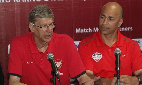 Gioi chu Arsenal khong voi giu chan Wenger - Anh 1