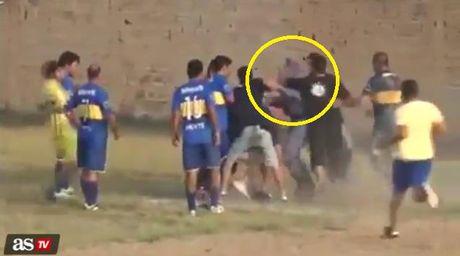 Trong tai, canh sat nhan 'mua don' vi qua penalty oan nghiet phut cuoi - Anh 3