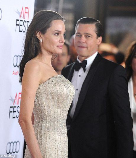 Brad Pitt len gap Jennifer Aniston tam tinh sau khi ly hon Angelina Jolie? - Anh 4