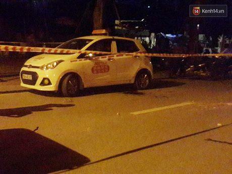 Tai xe taxi bi nam thanh nien cua co o Ha Noi da qua con nguy kich - Anh 1