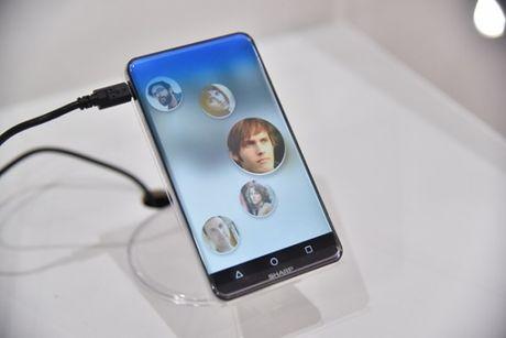 Smartphone man hinh cong, khong ban le tu Sharp - Anh 1
