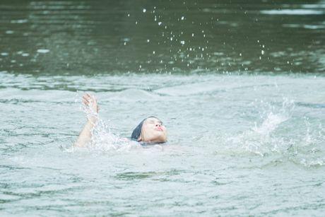 Hot girl Sam vat va dien canh te song trong phim moi - Anh 5