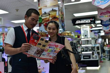 No nuc mua sam hang Nhat tai Nguyen Kim - Anh 3