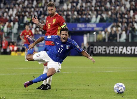 Italy 1-1 Tay Ban Nha: Buffon mac loi, De Rossi giai cuu doan quan Thien thanh - Anh 2
