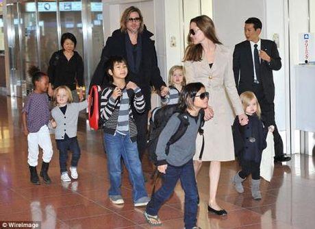 Brad Pitt mung tui lan dau duoc gap con sau 'bao' ly hon - Anh 1