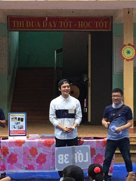 "Sao nhi ""Mat trang om mat troi"" xuat hien tai truong hoc o Quang Tri - Anh 1"