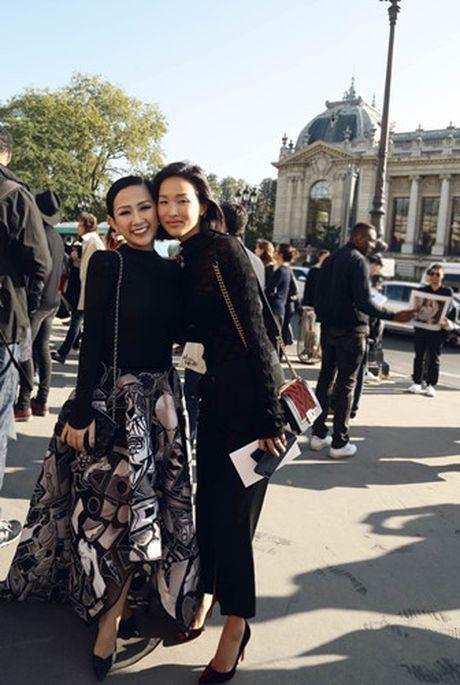Tram Nguyen 'do sac' cung bieu tuong thoi trang Nga - Mira Duma - Anh 7