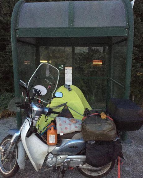 Nam thanh nien vuot 18.000 km den Duc bang Honda Super Cub - Anh 15