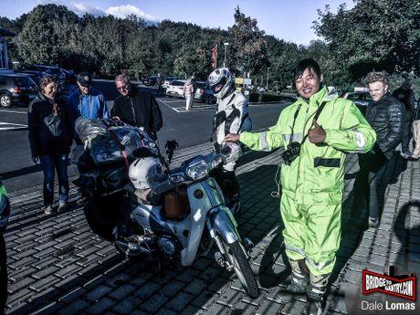 Nam thanh nien vuot 18.000 km den Duc bang Honda Super Cub - Anh 7