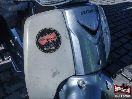 Nam thanh nien vuot 18.000 km den Duc bang Honda Super Cub - Anh 9