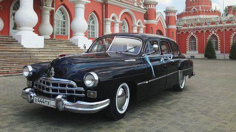 Xe lanh tu mot thoi GAZ-12 ZIM Limousine tim chu moi voi gia 60.000 USD - Anh 1